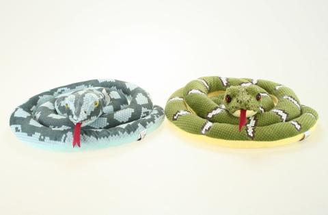 Plyšový had dlouhý o délce cca 140 cm. Plyš had