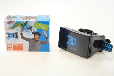 3D brýle plastové o velikosti cca 15,5 cm X 11 cm X 8 cm vzadu s gumou na nasazení kolem hlavy.Ke sledování virtuální reality.Stáněte si aplikaci do telefonu - veškeré pokyny uvedeny v návodu,který je přiložen u výrobku. 3D brýle