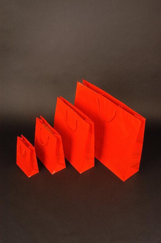 Papírové tašky s laminem o rozměru<br> 420 x 130 x 370mm, červené