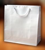 Papírové tašky s laminem o rozměru 150 x 70 x 150 mm, bílé