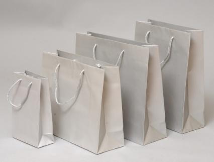 Papírové tašky s laminem o rozměru 160 x 80 x 250 mm, stříbrné