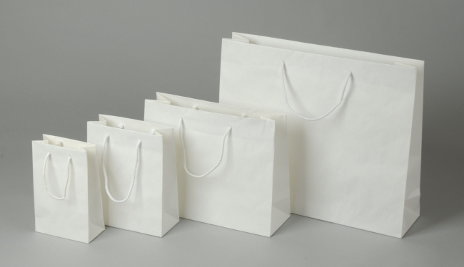 Papírová taška o rozměru 320 x 100 x 275  mm,bílý sulfátový papír, bavlněné držadlo