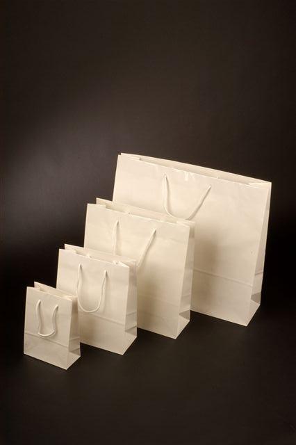 Papírové tašky s laminem o rozměru 140 x 70 x 140 mm, bílé